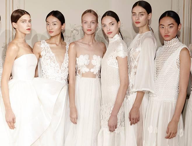 """""""White Iris"""" von Kaviar Gauche - eine Blume inspirierte zu diesen Hochzeitskleidern"""