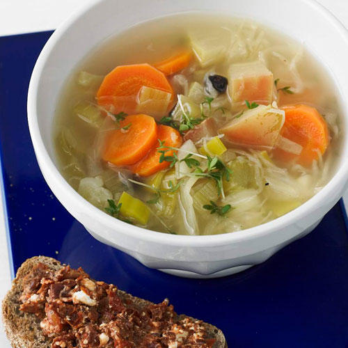 Winter-Minestrone mit Crostini
