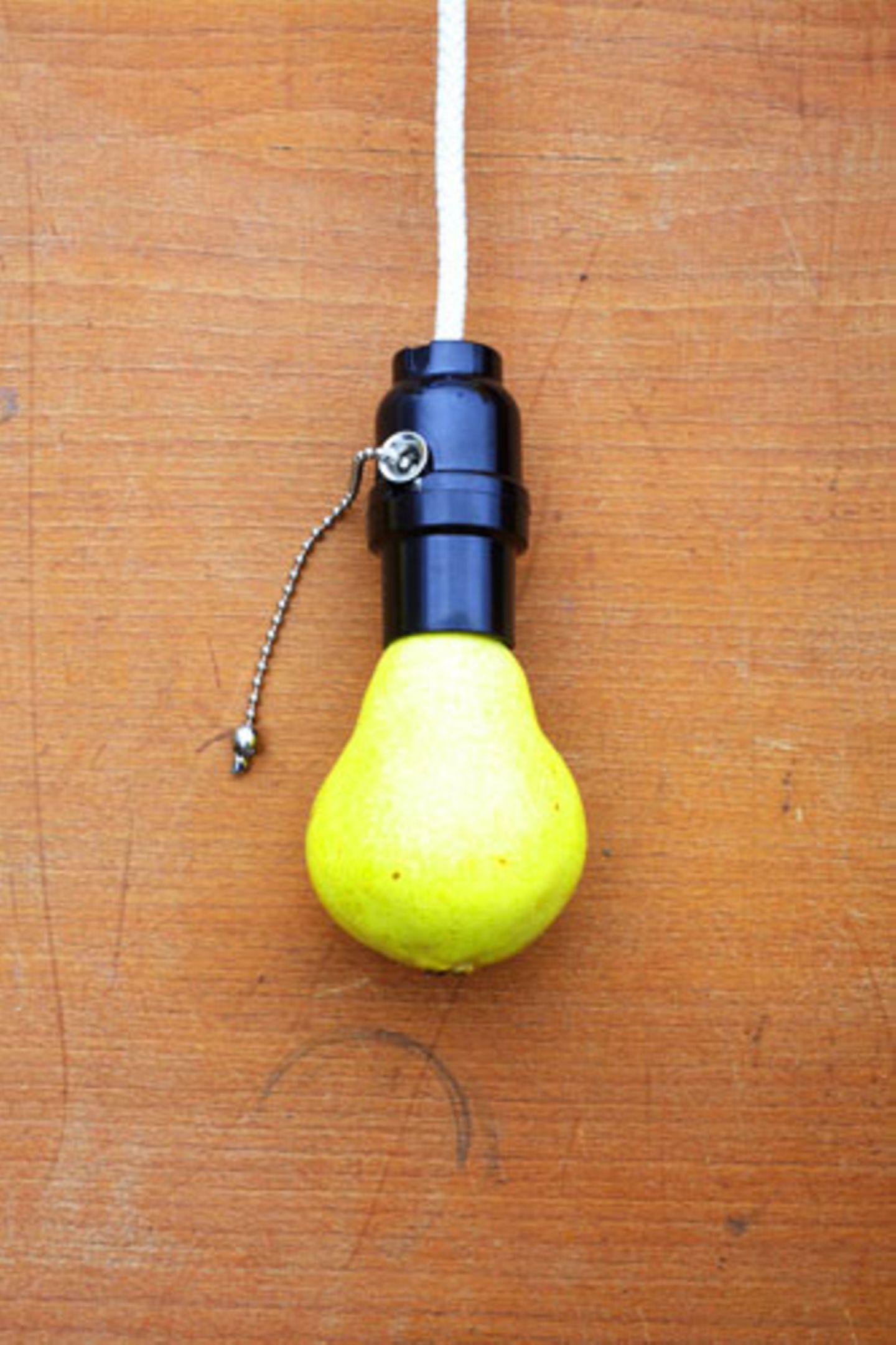 Sommer-Accessoires: Auch diese zauberhafte Glühbirne gibts als Druck von Sarah Illenberger. Um 120 Euro.