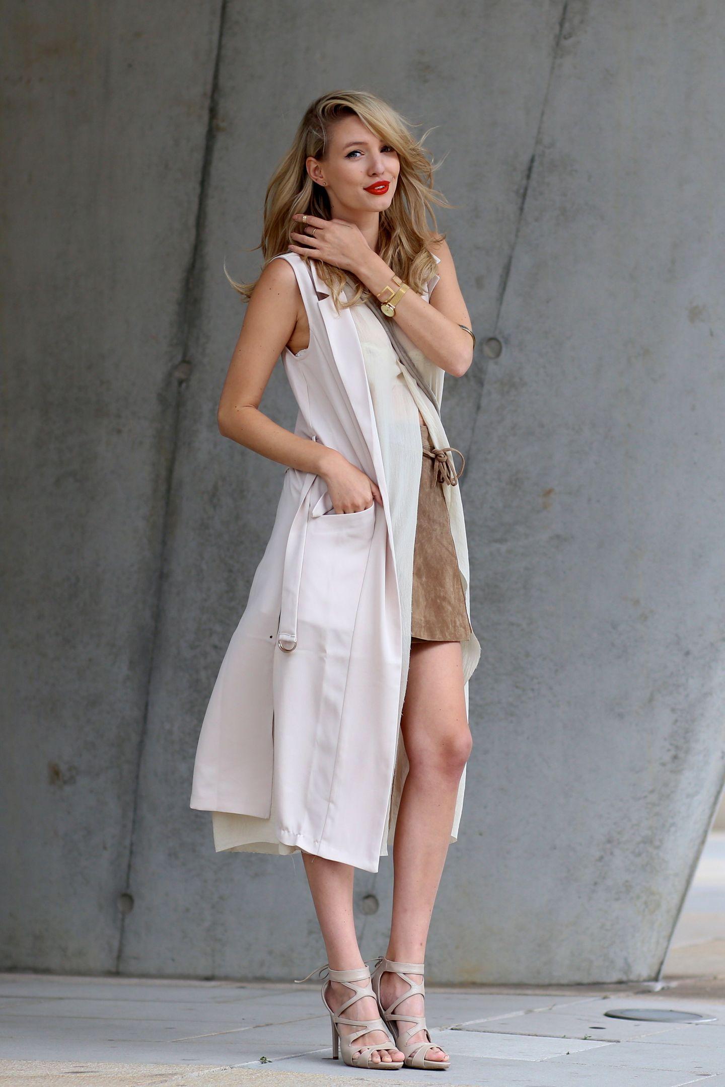 """Leonie von Ohh Couture über ihren liebsten Sommertrend: """"Diesen Sommer trage ich nichts so gerne wie Lederröcke! Am liebsten in Kombination mit zarten Tönen und fließenden Materialien."""""""
