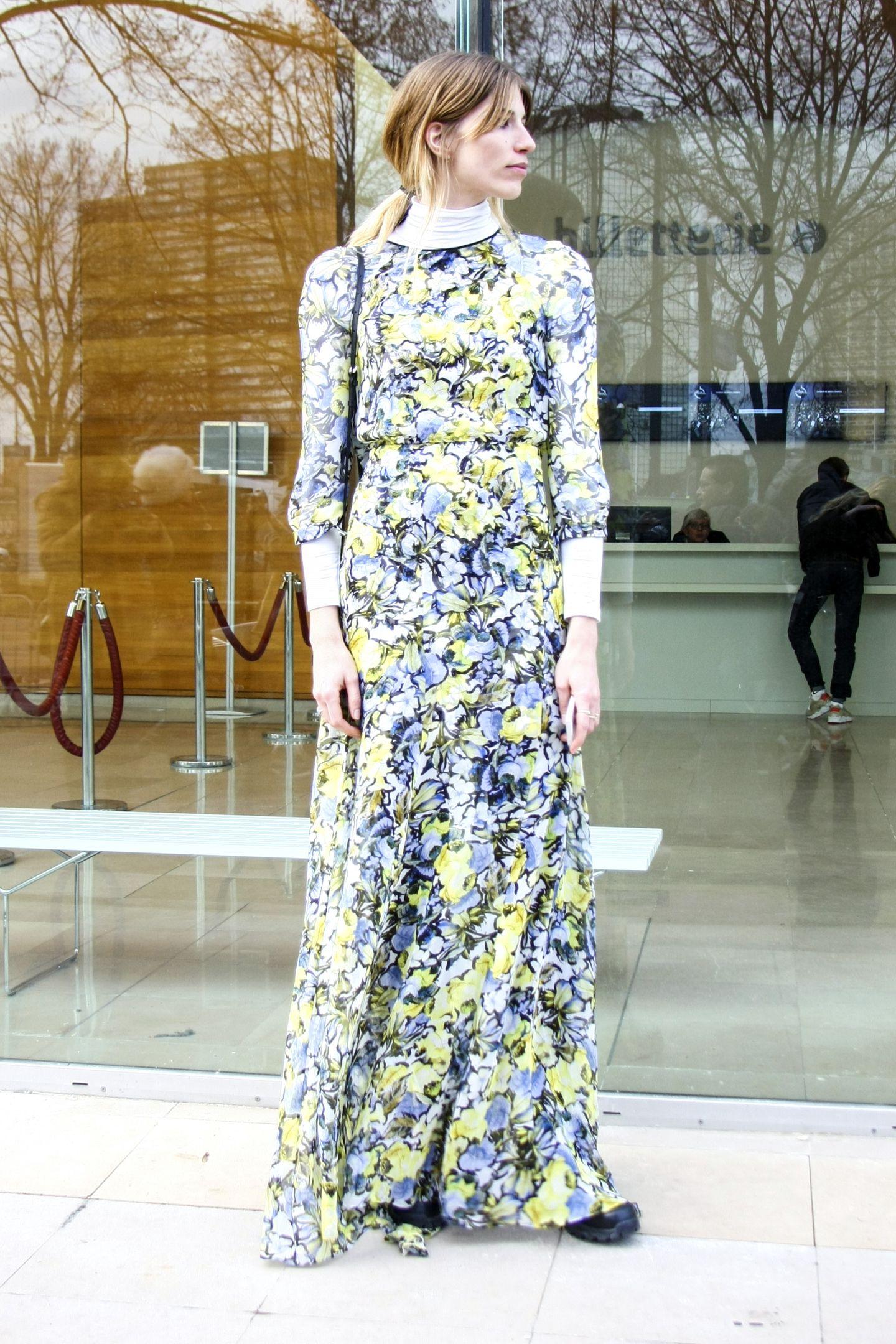 Blumen verwelken, Blumen-Prints vergehen nie! Stilikone Veronika Heiobrunner zeigt uns ihr bodenlanges, luftiges Kleid.
