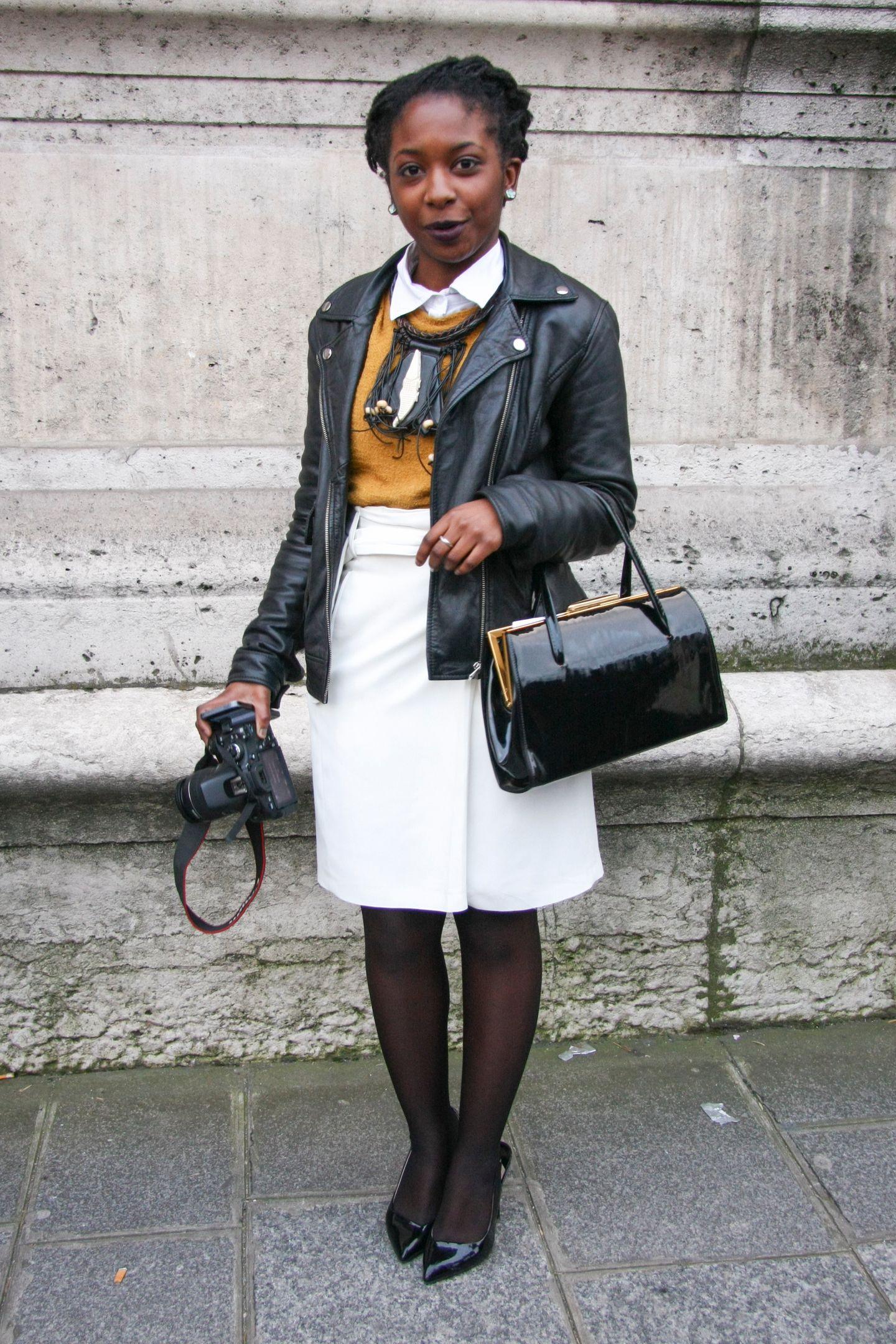 Wir sehen ihn so gerne: den Stilbruch! In diesem Outfit ist einfach alles enthalten. Von Lady, schick, bis üppig und rockig. Mehr davon!
