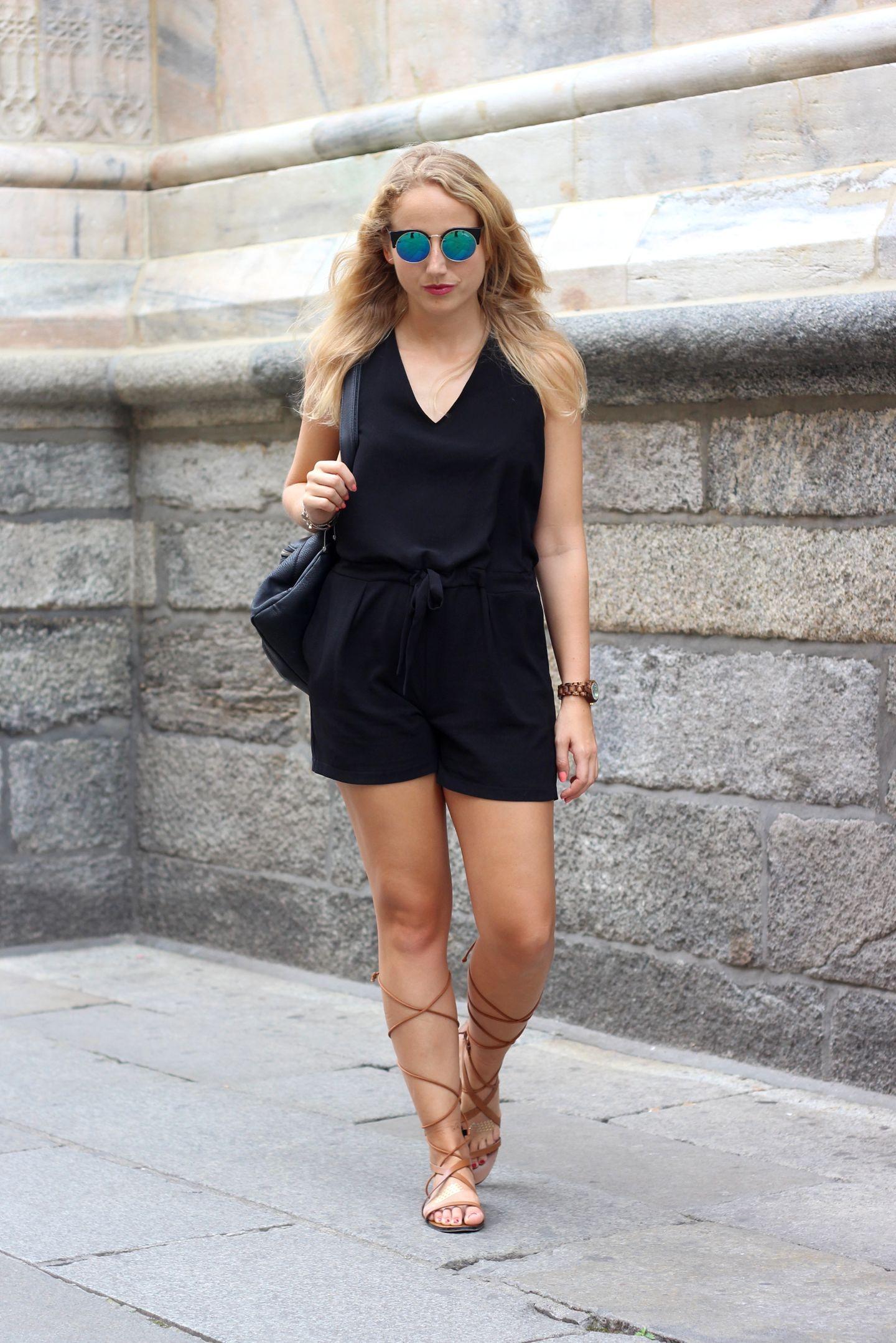 Schwarz und luftig geschnitten – das ist der sehr schöne und schlichte Summer-Look von JuliaJulia.