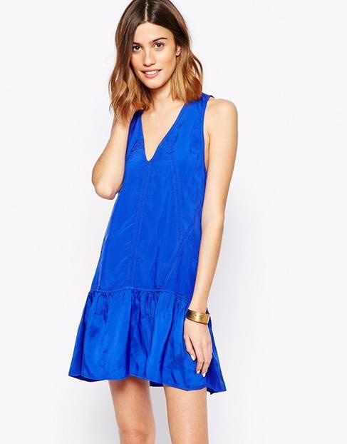 Kurzes Kleid mit tief angesetzter Taille von Asos, rund 175 Euro.