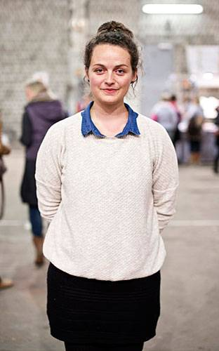 Streetstyle: Karin kommt eigentlich aus Kopenhagen, die Liebe hat sie nach Deutschland geführt. Seit zwei Jahren arbeitet sie als Illustratorin und Grafikdesignerin in Hamburg.
