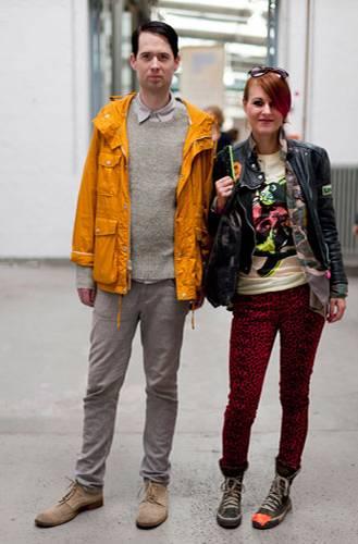 Streetstyle: Heiko und Birgid aus Hamburg waren als Besucher auf dem Kreativmarkt unterwegs und haben sich mit Postkarten und Neongarn eingedeckt. Birgids Katzen-Shirt ist übrigens auch selbstgemacht, ihr Label heißt Mia loves Animals.