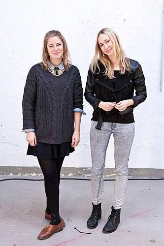 """Streetstyle: """"Mach's dir selbst"""" - das ist das Motto von Katrin (links) und Katja. Während des Studiums haben die beiden Grafikdesignerinnen die erste Ausgabe ihres unabhängigen DIY-Magazins MakeMake entwickelt, momentan arbeiten sie an der dritten Ausgabe. Und dann? Erscheint es hoffentlich bald regelmäßig."""