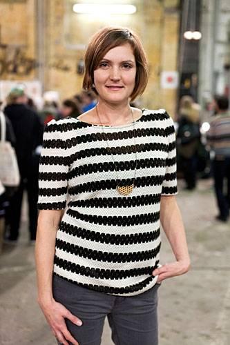 Streetstyle: Katharina aus Berlin hat einen Golden Spleen. Seit 2011 vertreibt sie handgefertigen Schmuck aus Porzellan und Holz.