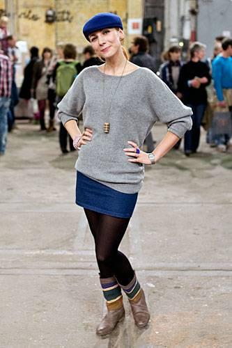 Streetstyle: Weil sie selbst so gern Schmuck trägt, fing Alexandra aus Bielefeld irgendwann an, die unterschiedlichsten Dinge in Ringe, Ketten oder Ohrringe zu verwandeln - etwa Fliesen oder Korken. Zu kaufen gibt es ihre Kreationen unter www.alexascha.de.