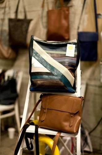 Streetstyle: Alex' Versprechen: Ihre Taschen aus echtem Leder sind zu 100 Prozent handgemacht. Und obendrauf sehen sie noch richtig gut aus. In Hamburg sind ihre Produkte auch in der Boutique La vie est belle zu finden.
