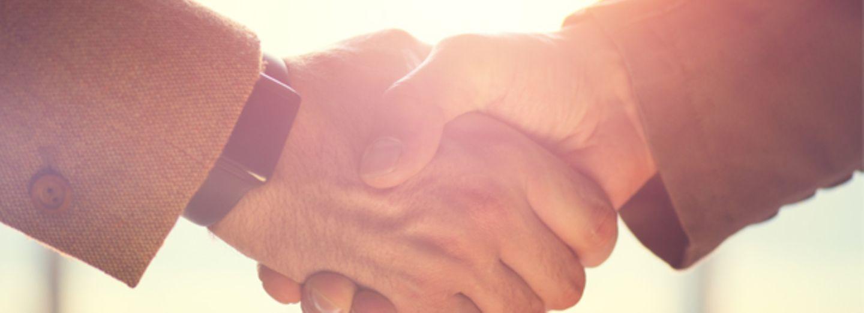 Imam zeigt Lehrerin an, weil sie auf Handschlag besteht