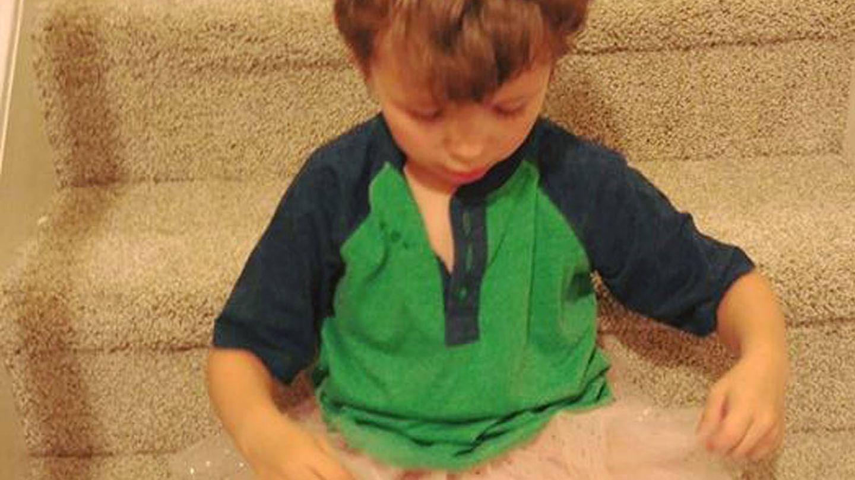 Facebook: Mein Sohn liebt Nagellack und Röckchen - und