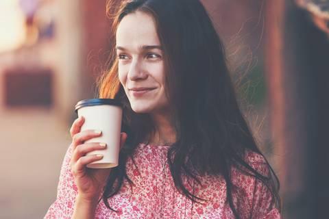 Läuft dein To-Go-Kaffee aus? Dann machst du diesen kleinen Fehler