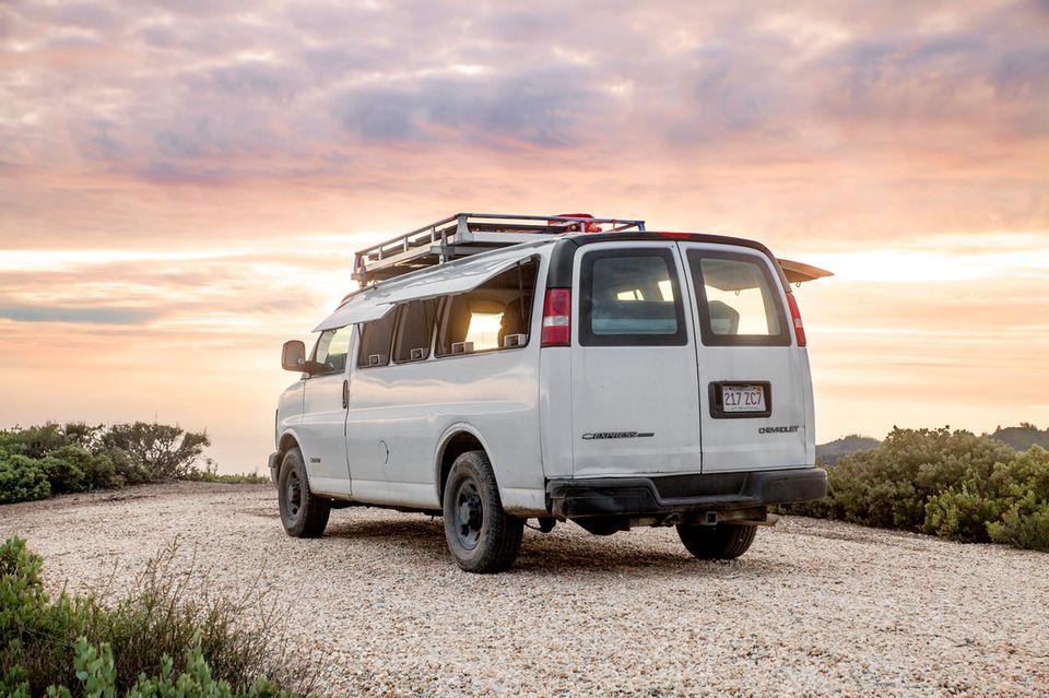 Ein alter Van wird zum mobilen Zuhause auf Rädern