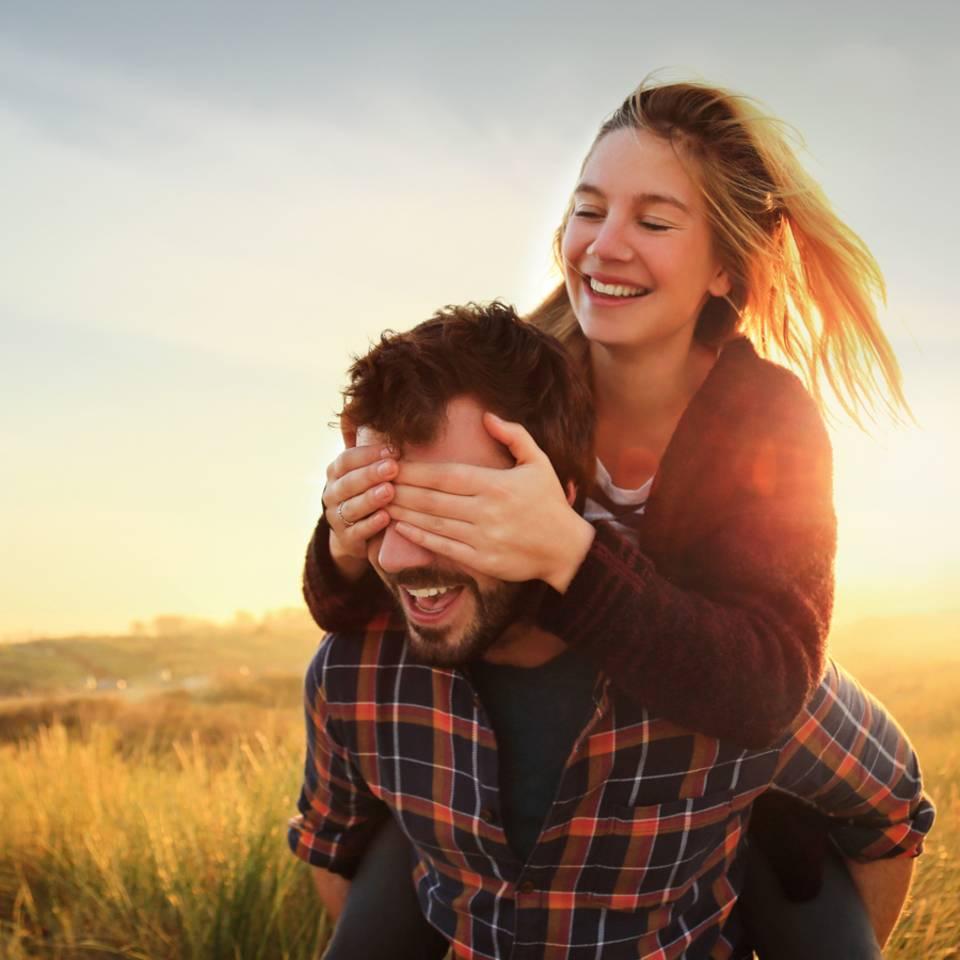 4 Anzeichen, dass deine Beziehung eine Zukunft hat