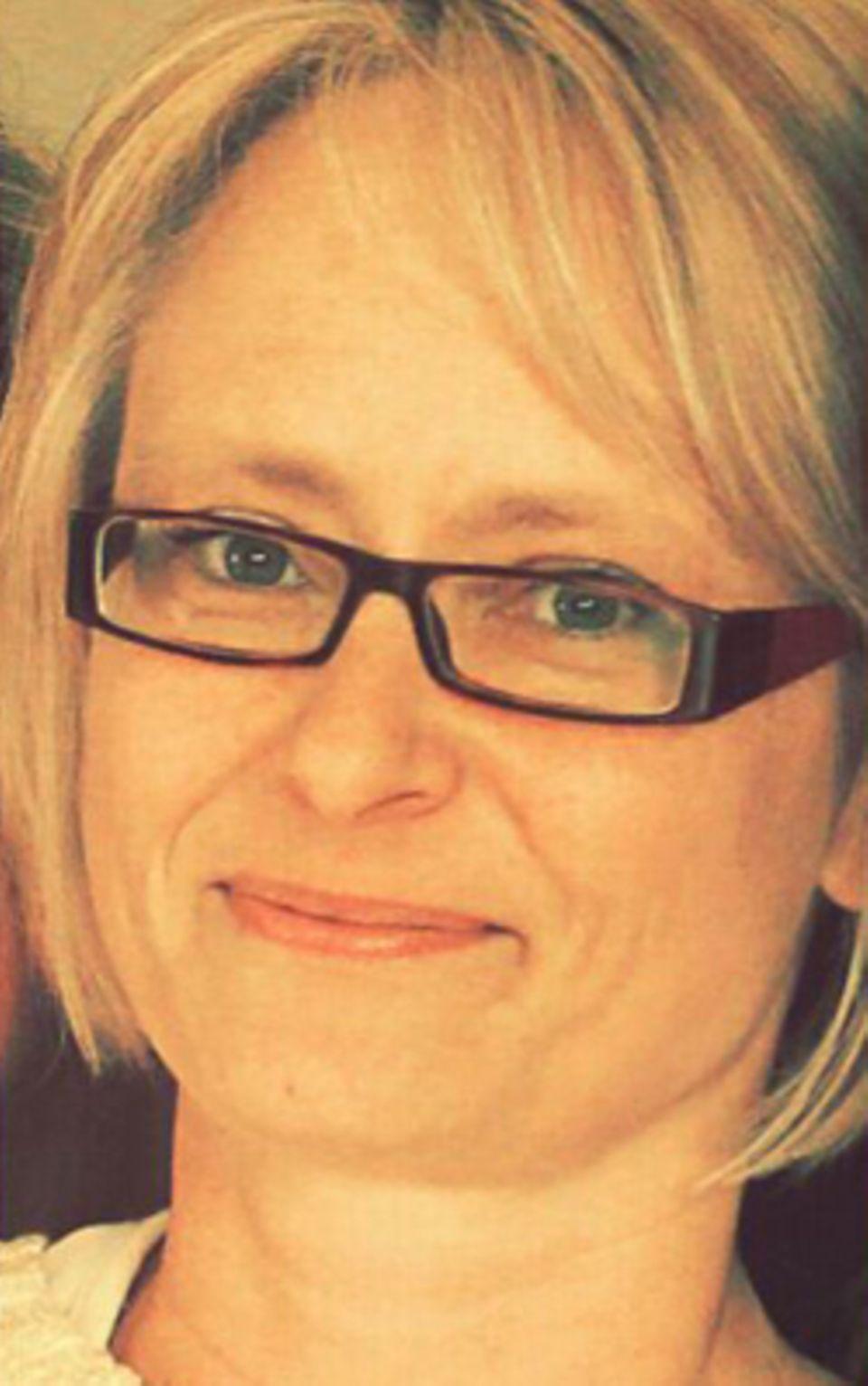 Silke Heilscher (44) ist verheiratet und hat ein Kind. Sie arbeitet Teilzeit in einer Sparkasse und schreibt nebenher gern ihre Alltagserlebnisse auf, um andere zum Schmunzeln oder zum Nachdenken zu bringen.