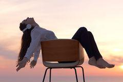 Dinge, vor denen man mit 30 keine Angst haben muss: Frau auf einem Stuhl
