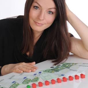 Katja Eckardt ist Betriebs- und Volkswirtin. Sie handeltseit über zehn Jahren an der Börse und besitzt mehrere Eigentumswohnungen. Ihr Ziel ist es, andere Frauen finanziell weiterzubilden und zu motivieren. Weitere Infos unter http://www.finanzdiva.de/