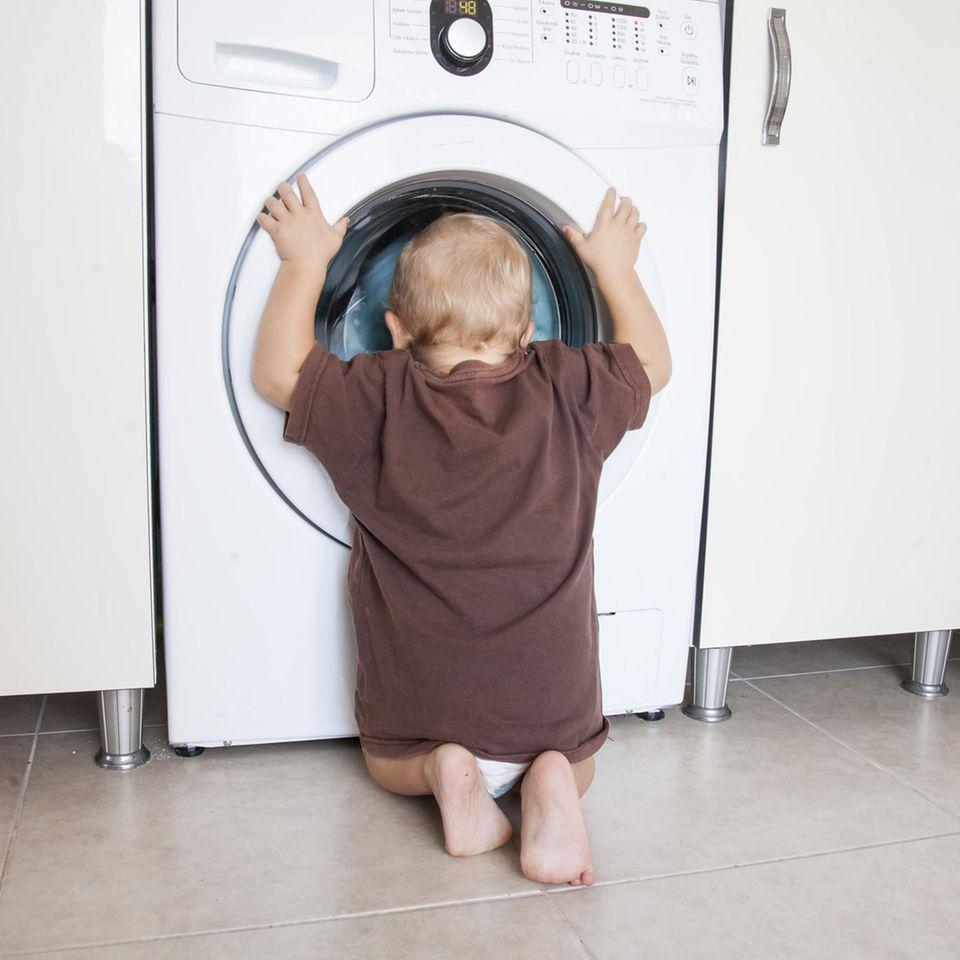 Saubere Waschmaschine: Nie wieder müffelige Wäsche mit diesem Trick!