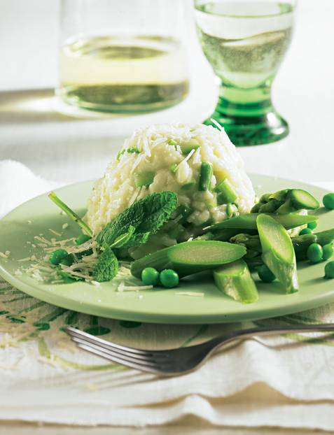 Wasabi, der grüne Meerrettich, und Minzeblättchen geben dem italienischen Reis-Klassiker neue Würze. Zum Rezept: Risotto mit grünem Spargel