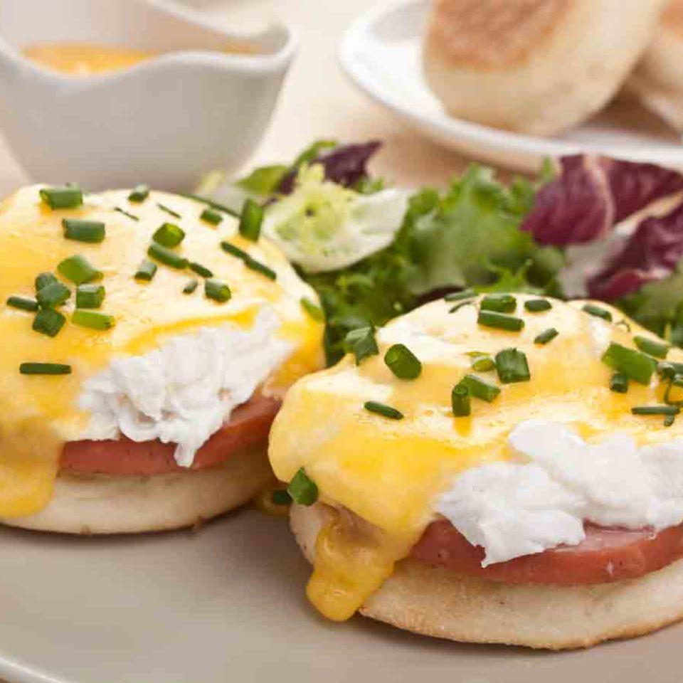 Köstliche Eggs Benedict zum Frühstück