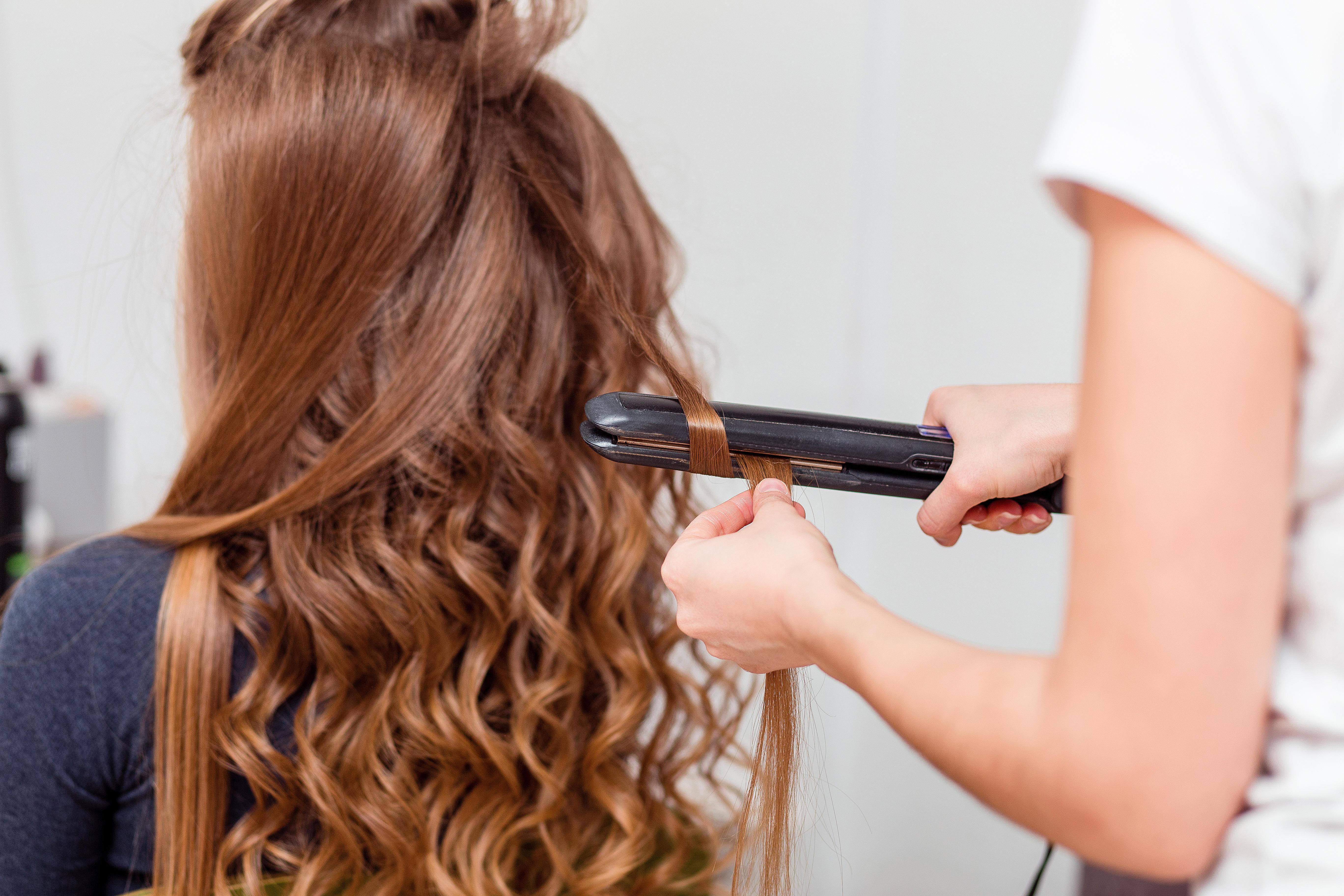 Как сделать, чтобы на волосах держались кудри - wikiHow 65