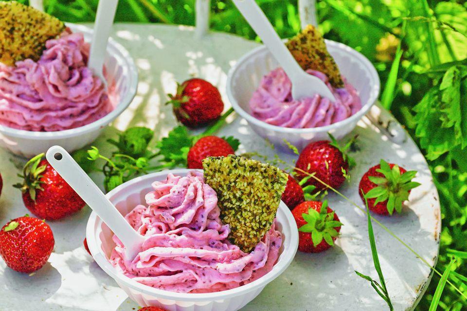 Erdbeer-Frozen-Joghurt mit Chia