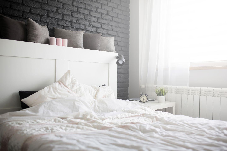 Schlechte Vorhänge lassen zu viel Licht ins Schlafzimmer