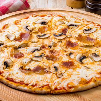 Lecker belegter Pizzapfannkuchen