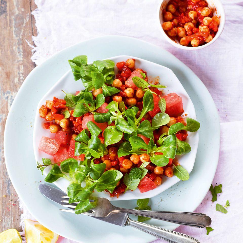 Feldsalat mit Kichererbsen und Melone