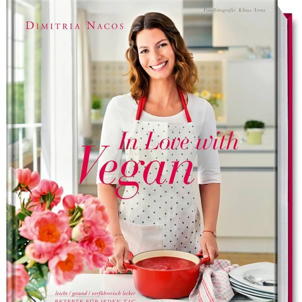 """Das Buch """"In Love with Vegan"""" von Dimitria Nacos ist im Juli 2016 im Becker Joest Volk Verlag erschienen. Ihr könnt es unter anderem bei Amazon bestellen. Auf fast 200 Seiten stellt Nacos darin wunderschöne, frische und inspirierende Rezepte aus der veganen Küche vor."""