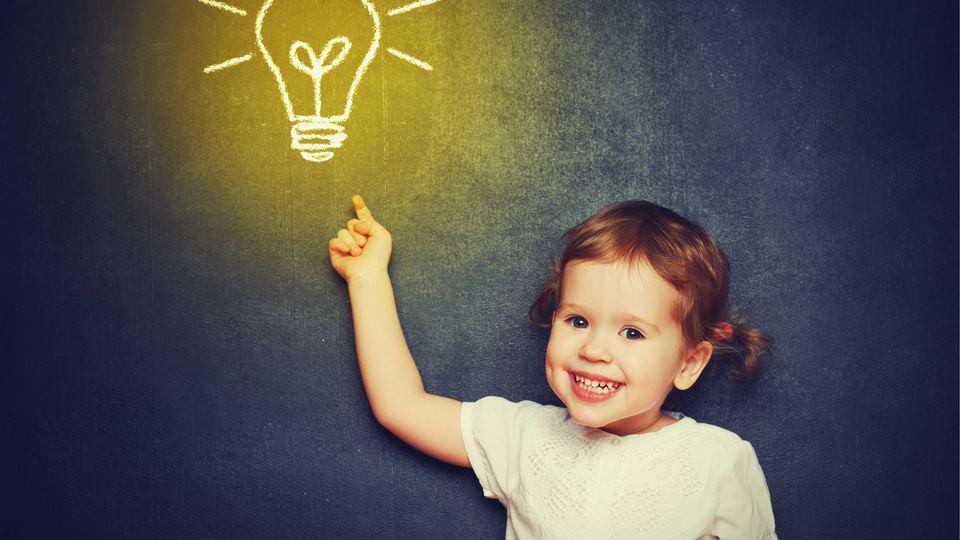Erwiesen: Kinder erben ihre Intelligenz von DIESEM Elternteil!