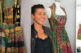 Dirndl aus afrikanischen Stoffen von zwei Kameruner Designschwestern (Görresstraße 16, www.nohnee.com).