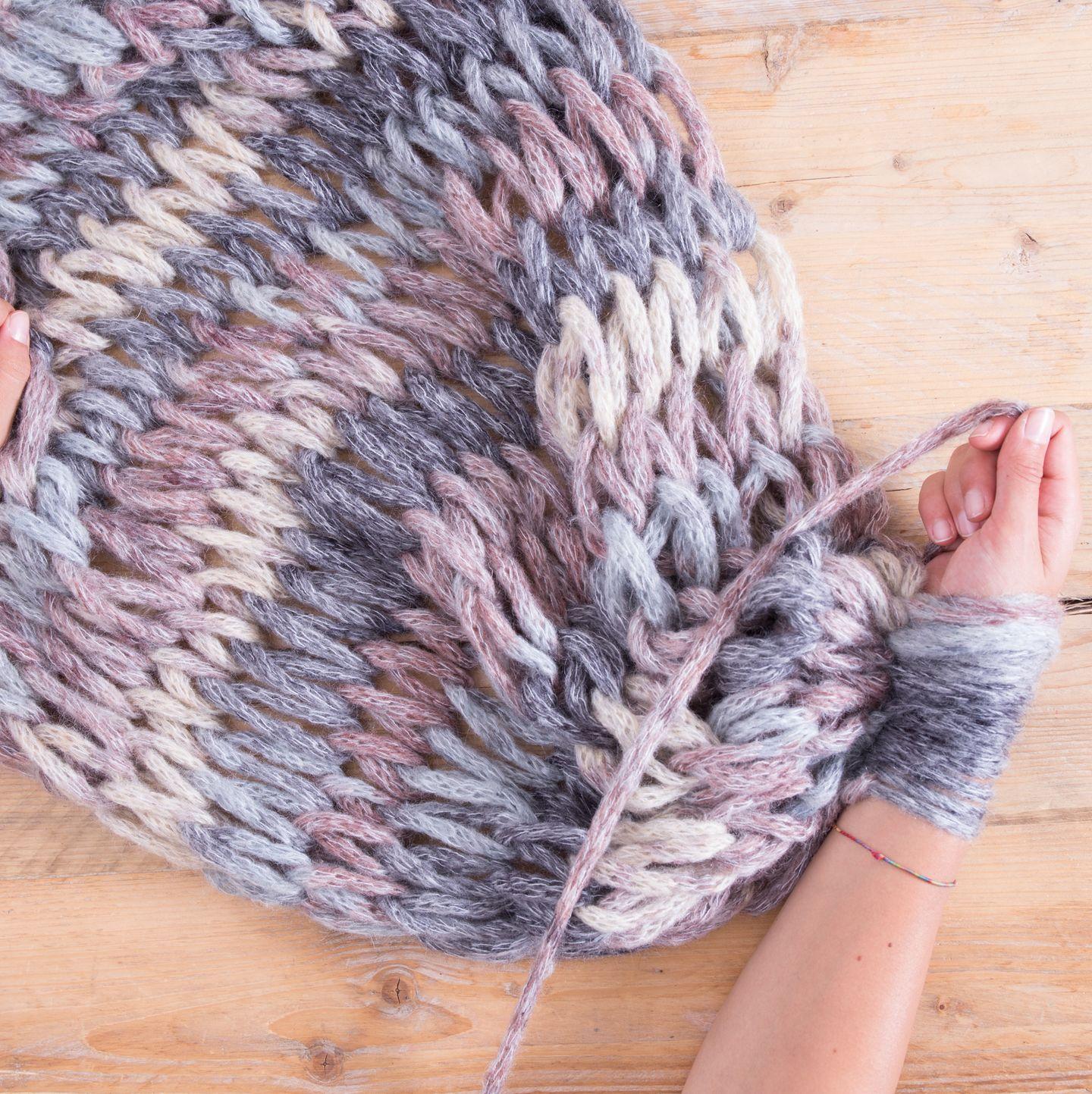 Nun wiederholst du diesen Vorgang immer wieder, bis die Decke die gewünschte Länge erreicht hat.
