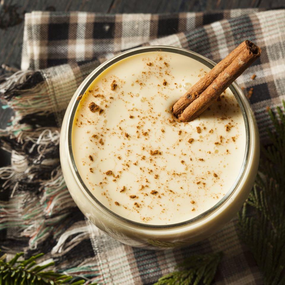 Den festlichen Eggnog zu Weihnachten selber machen