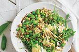 Fregola-Salat mit dicken Bohnen und Rauke