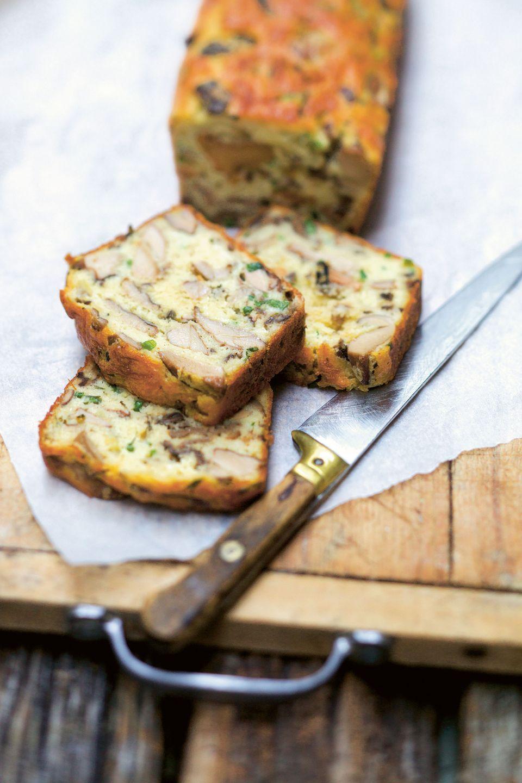Brot aus Waldpilzen und Kräutern