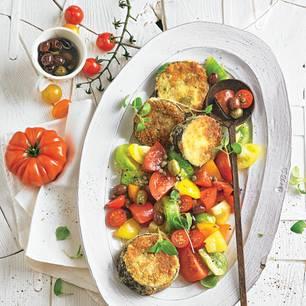 Auberginen-Schnitzel mit Tomaten-Oliven-Salat