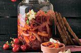 Süß-sauer eingelegtes Kirsch-Gemüse mit Camembert