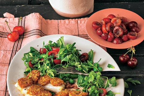 Zander mit Mandelkruste und Kirschsalat