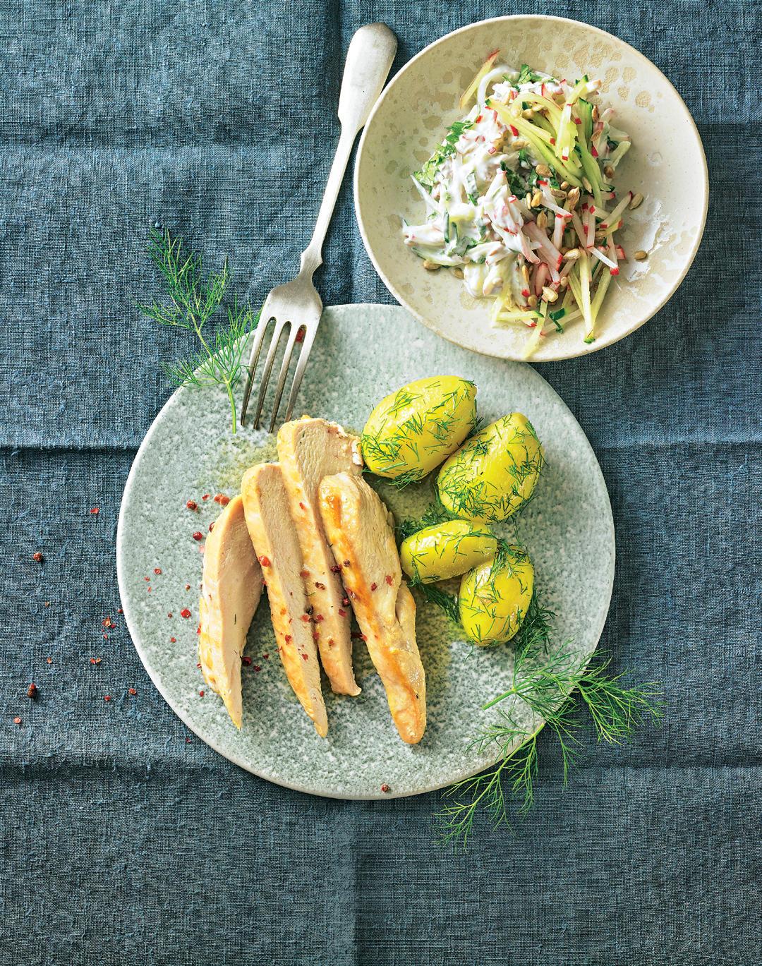 Hähnchen mit Dill-Kartoffeln und Gurkensalat