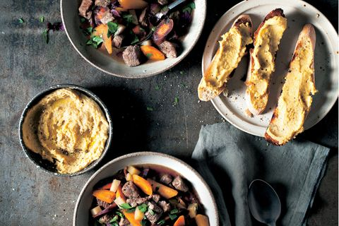Irish Stew und Hummus-Crostini