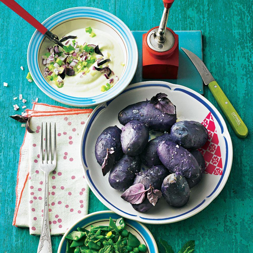 Lila Kartoffeln mit Wasabi-Quark