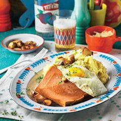 Kartoffel-Senf-Püree mit Leberkäse und Spiegelei