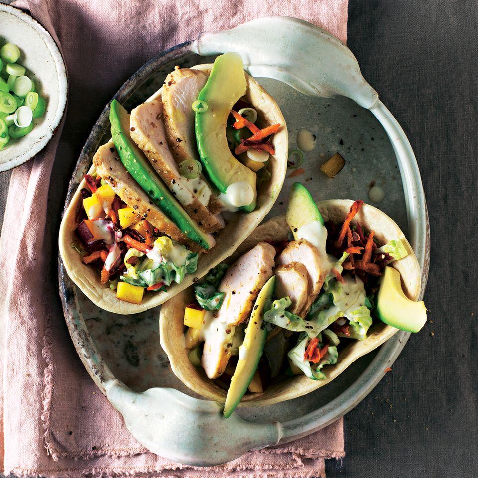 Tortilla-Schalen mit Hähnchen