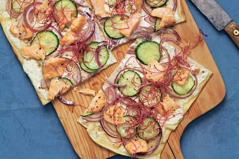 Flammkuchen mit Pulled Salmon