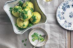 Kartoffelknödel mit Petersilie