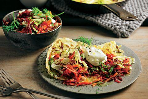 Spitzkohl-Pfannkuchen mit Rote-Bete-Salat