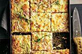 Sauerkraut-Kuchen mit Scamorza und Birne