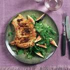 Schweinekoteletts mit Kräutersalat